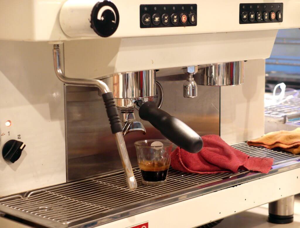Mesin espresso (Coffe n' Friends)