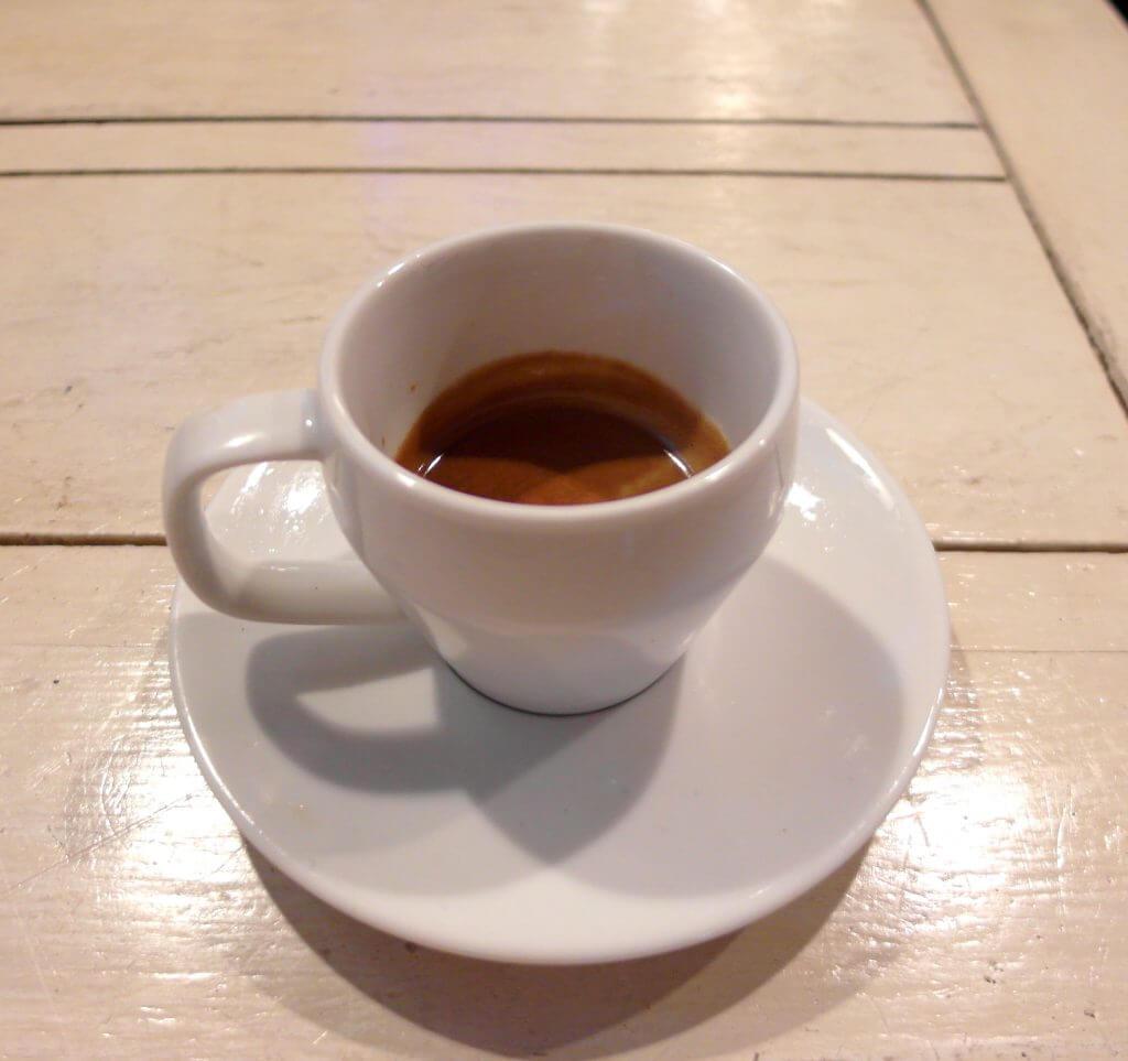 Secangkir espresso (Coffe n' Friends)