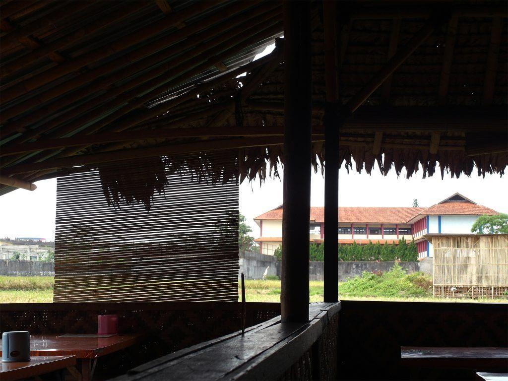 Suasana rumah makan Nasi TO Mr. Rahmat, Tasikmalaya - sekitar sawah