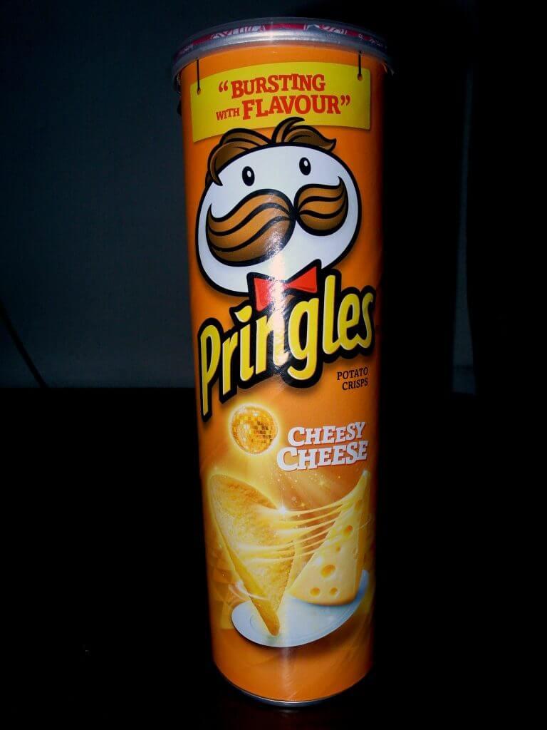 Kemasan tabung Pringles Potato Crisps - Cheesy Cheese